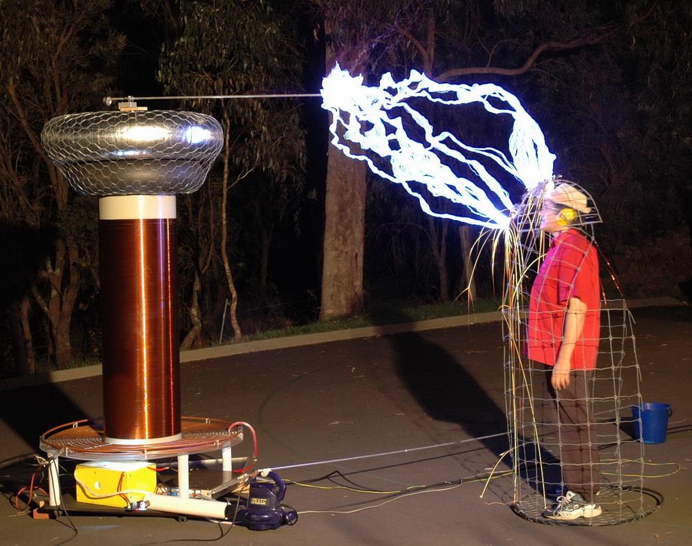 Experimentos Usando Inventos de Nikola Tesla