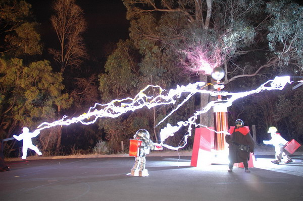 Image of Red Alert style tesla coil in action